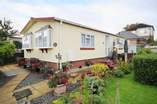 2 Bedrooms Park Home Mobile Home for sale in Doveshill Park, Barnes Road, Bournemouth, Dorset