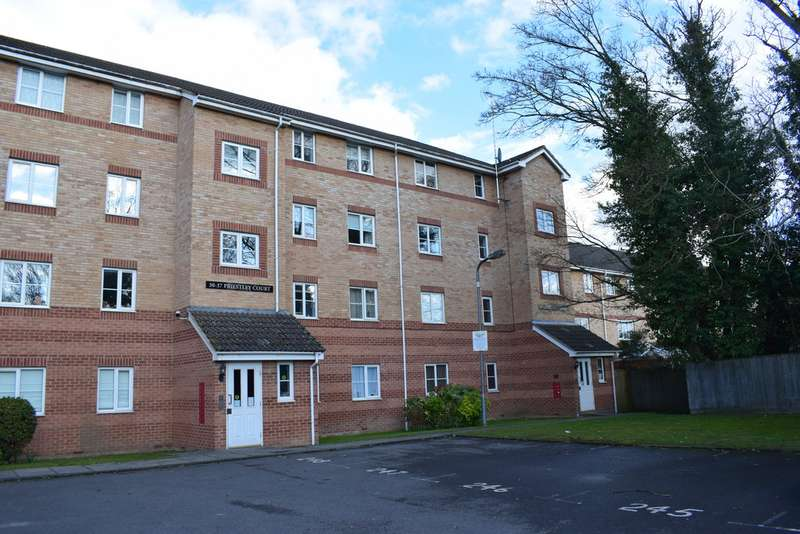 2 Bedrooms Apartment Flat for sale in Priestley Court, Princes Gate HP13