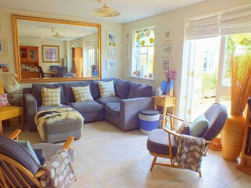 4 Bedrooms Property for sale in Queens Walk, Charmouth