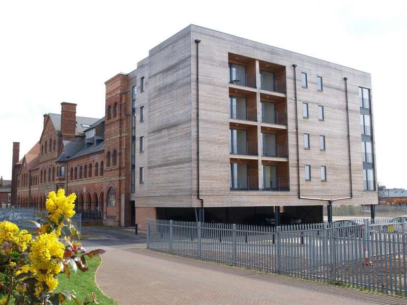 3 Bedrooms Apartment Flat for sale in The Roundhead Building. Warwick Brewe...
