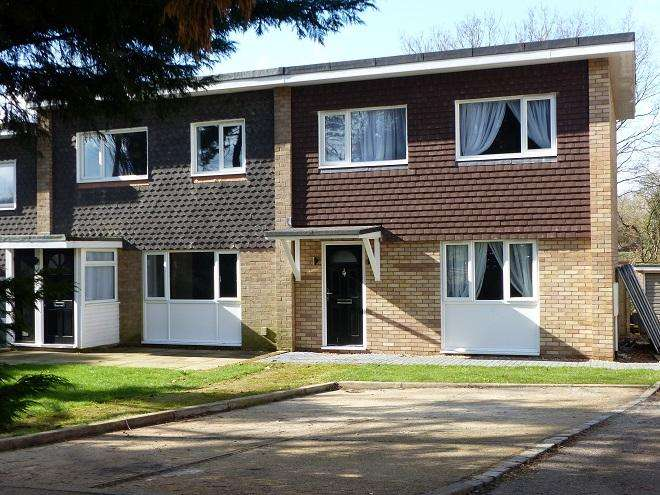 3 Bedrooms End Of Terrace House for sale in The Hoe, Carpenders Park, Watford WD19