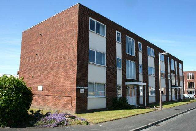 2 Bedrooms Flat for sale in Rutland Court, Ansdell , FY8