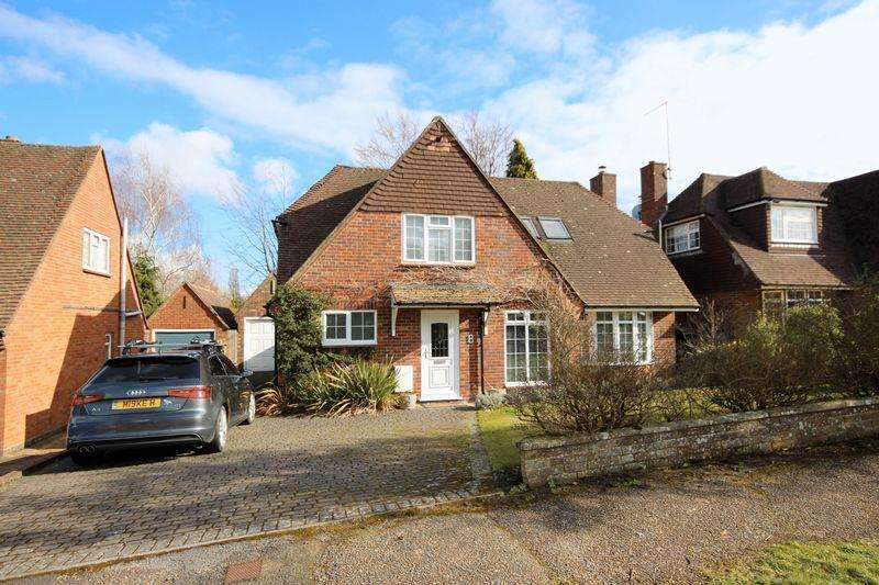 4 Bedrooms Detached House for sale in Farlington Avenue, Haywards Heath