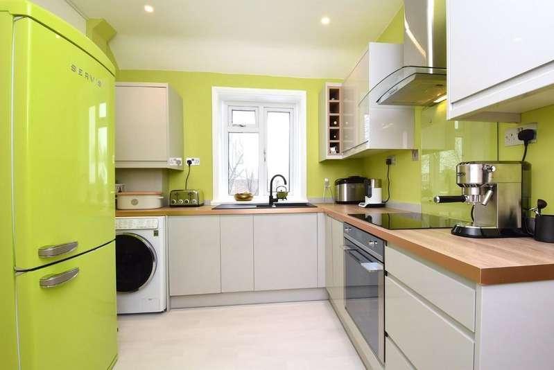 1 Bedroom Flat for sale in King Alfred Avenue SE13