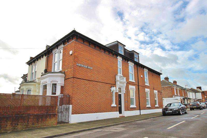 4 Bedrooms Terraced House for sale in Henley Road, Southsea