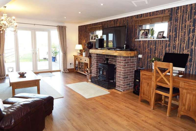 3 Bedrooms Detached House for sale in Lutton Bank, Lutton, PE12