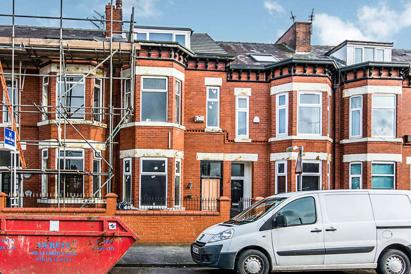 5 Bedrooms Terraced House for sale in Seedley Park Road, Salford, M6