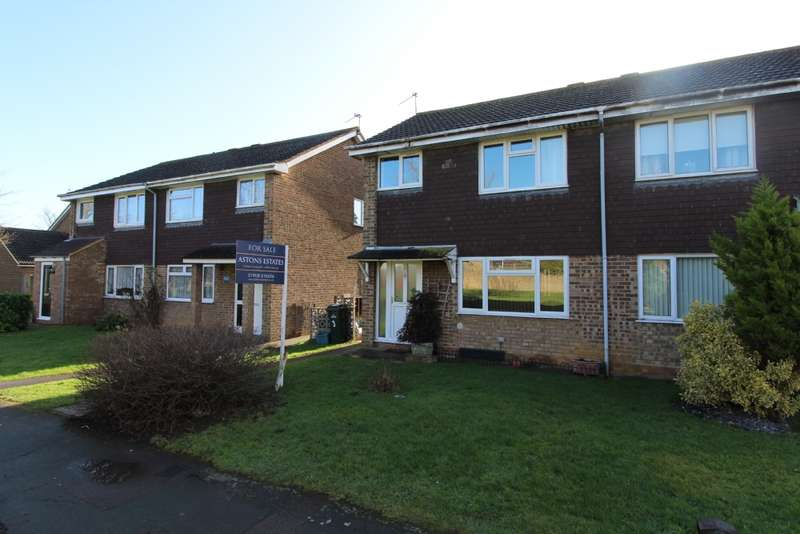 3 Bedrooms Semi Detached House for sale in Collins Walk, Newport Pagnell, Buckinghamshire