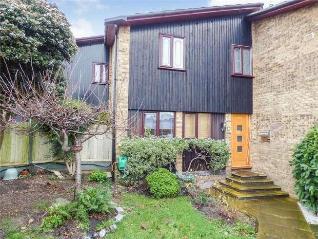 3 Bedrooms Terraced House for sale in Leon Drive, Vange, Basildon, Essex