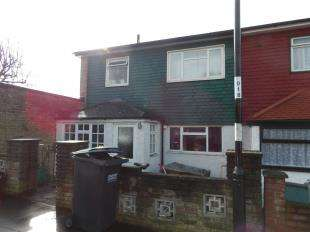 4 Bedrooms End Of Terrace House for sale in Oak Bank, Field Way, New Addington, South Croydon