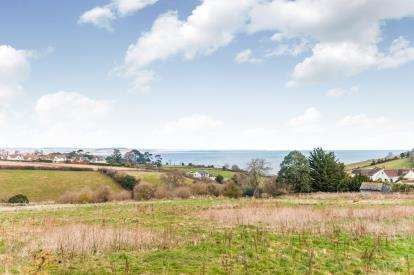 3 Bedrooms Bungalow for sale in Holcombe, Dawlish, Devon