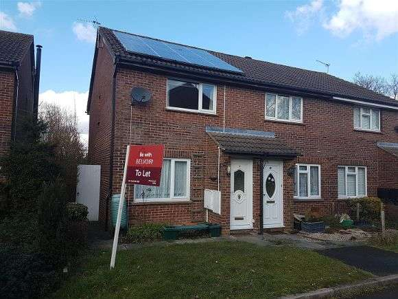 2 Bedrooms Terraced House for rent in Titchfield Close, Tadley