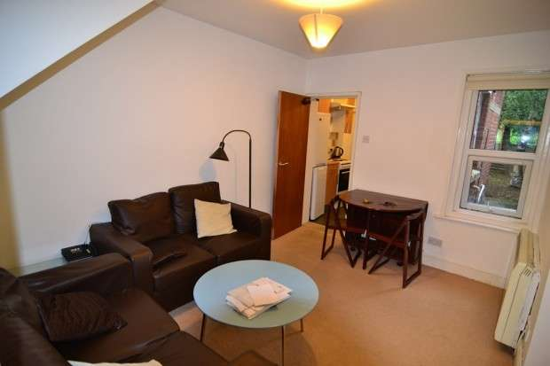 4 Bedrooms Terraced House for rent in Highcrown Street Highfield, Southampton, SO17