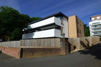 2 Bedrooms Flat for rent in Lower Parkstone