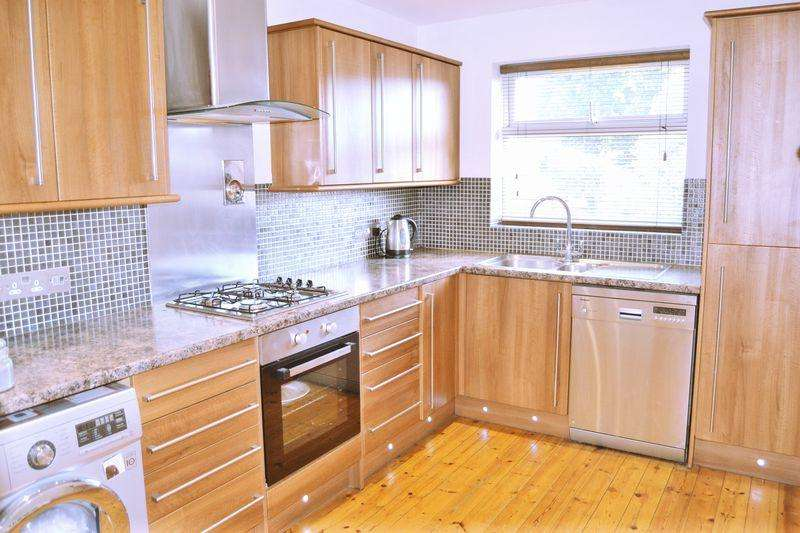 2 Bedrooms Apartment Flat for sale in Richmond Court