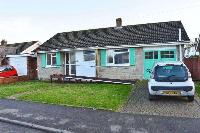 3 Bedrooms Detached Bungalow for sale in Crossfield Avenue, Cowes