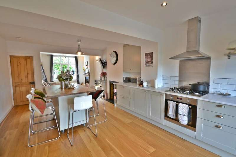 3 Bedrooms Terraced House for rent in Artisans Dwellings, Saffron Walden, CB10 1LW