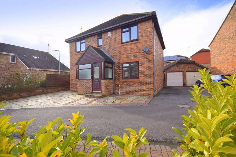 4 Bedrooms Detached House for sale in Beeleigh Link, Chelmsford, CM2 6RG