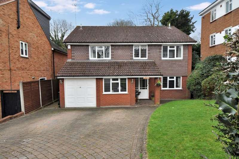 4 Bedrooms Detached House for sale in The Oaks, Russell Road, Buckhurst Hill