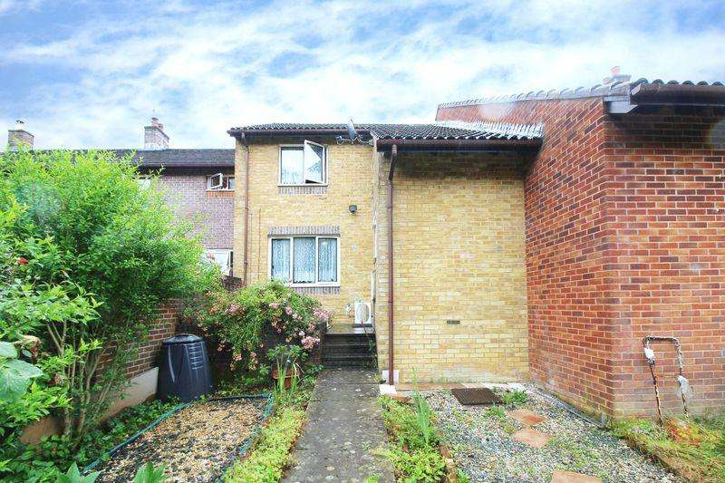 4 Bedrooms End Of Terrace House for sale in Broadwood Rise, Crawley