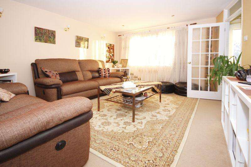 3 Bedrooms Terraced House for sale in Torridge Close, Worthing