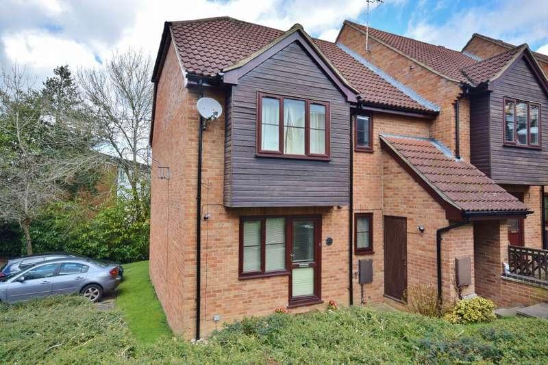 2 Bedrooms Maisonette Flat for sale in Linton Close, Tadley, RG26