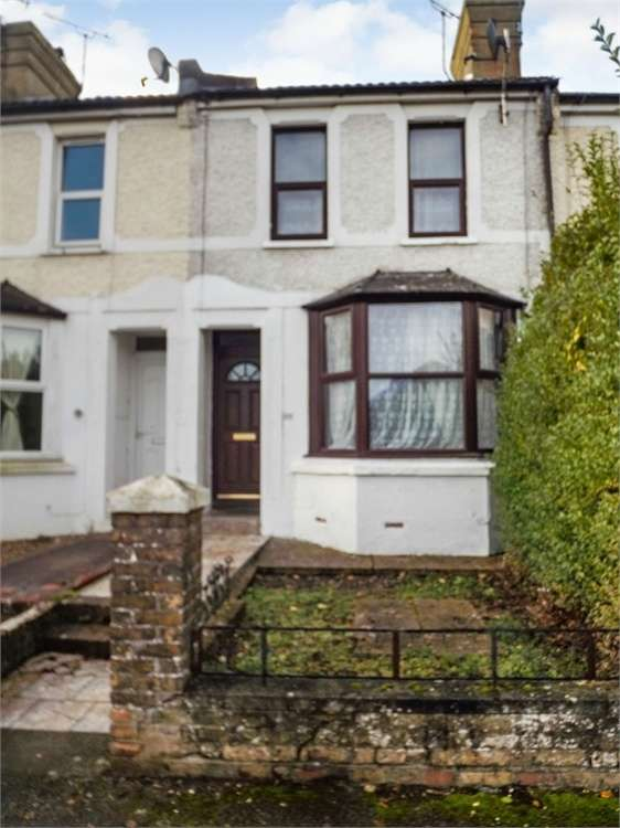 3 Bedrooms Terraced House for sale in Linden Road, Ashford, Kent