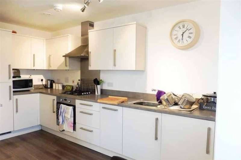 2 Bedrooms Flat for rent in Ark Royal House, Blanchard Avenue, Gosport