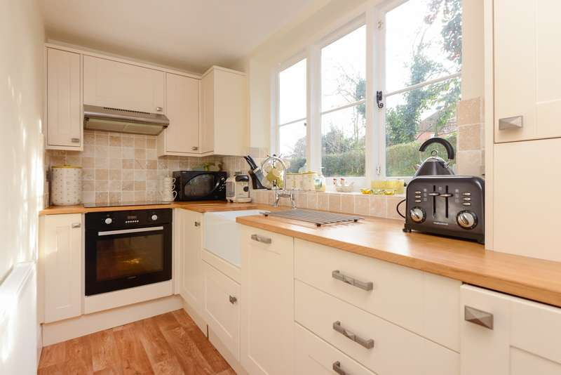 3 Bedrooms Cottage House for sale in St Stephen's Fields, St Dunstan's, Canterbury, CT2