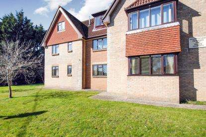 2 Bedrooms Flat for sale in Hooke Hill, Freshwater, Isle Of Wight