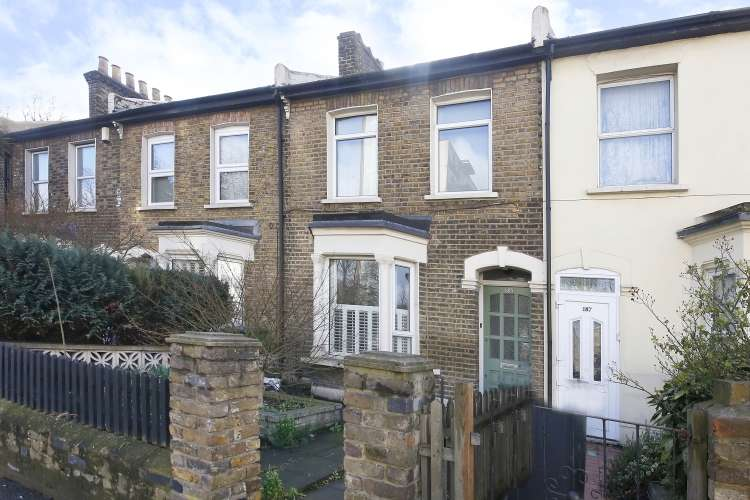 3 Bedrooms House for rent in Edward Street London SE14