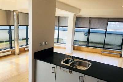 2 Bedrooms Flat for rent in No 1Dock Street, Leeds City Centre