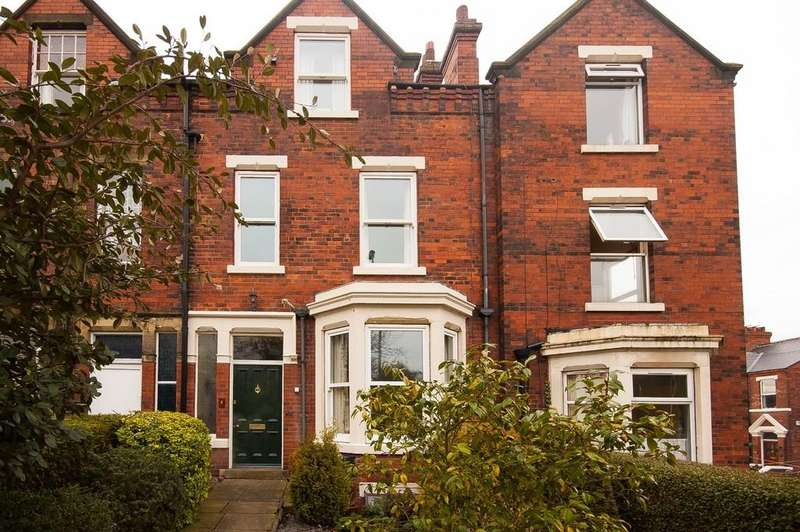 4 Bedrooms Terraced House for sale in Bradford Road, Wakefield