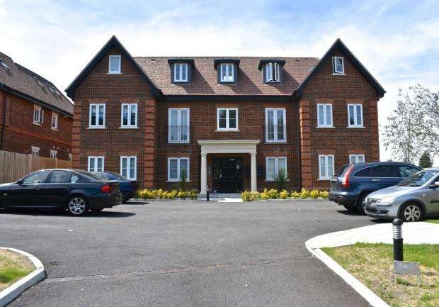 2 Bedrooms Apartment Flat for sale in 12 Oaks House, Brighton Road, Banstead, SM7
