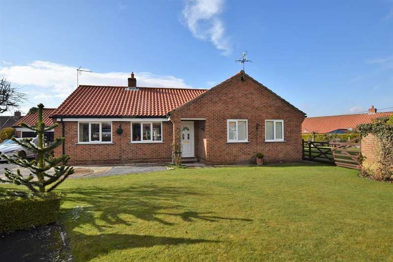 3 Bedrooms Detached Bungalow for sale in Aspen Way, Slingsby, YO62 4AR