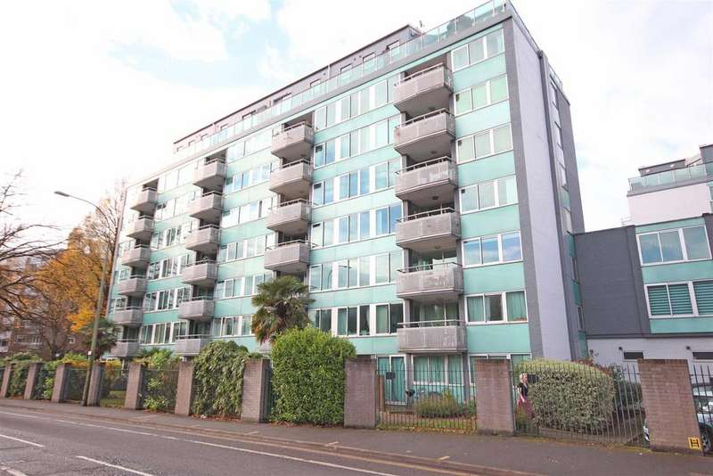 3 Bedrooms Flat for sale in The Park Apartments, Brighton