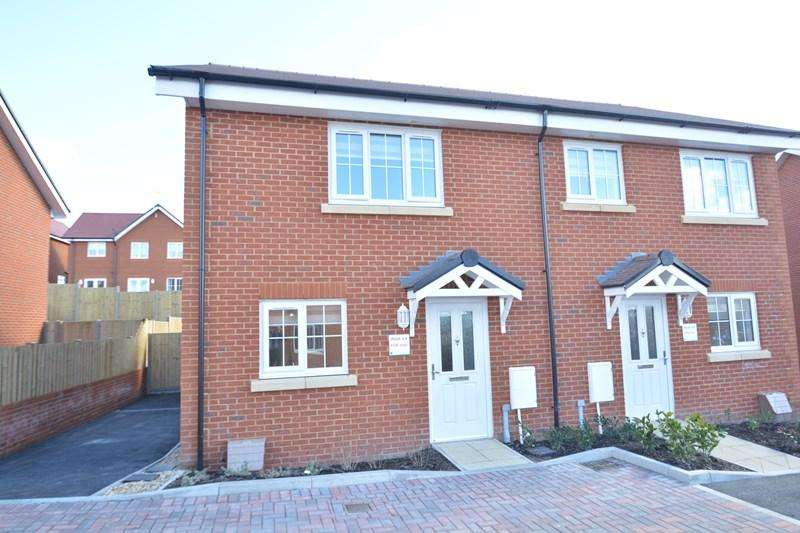 3 Bedrooms Semi Detached House for sale in Shearling Meadows, Picket Piece, Andover