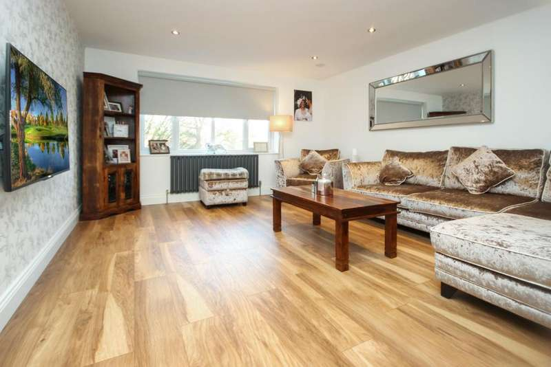 2 Bedrooms Apartment Flat for sale in Larkshall Road, Chingford E4