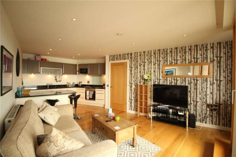 2 Bedrooms Apartment Flat for rent in CANDLE HOUSE, 1 WHARF APPROACH, LEEDS, LS1 4GJ