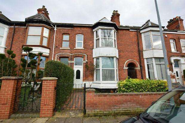 4 Bedrooms Terraced House for sale in Abbey Drive East, Grimsby