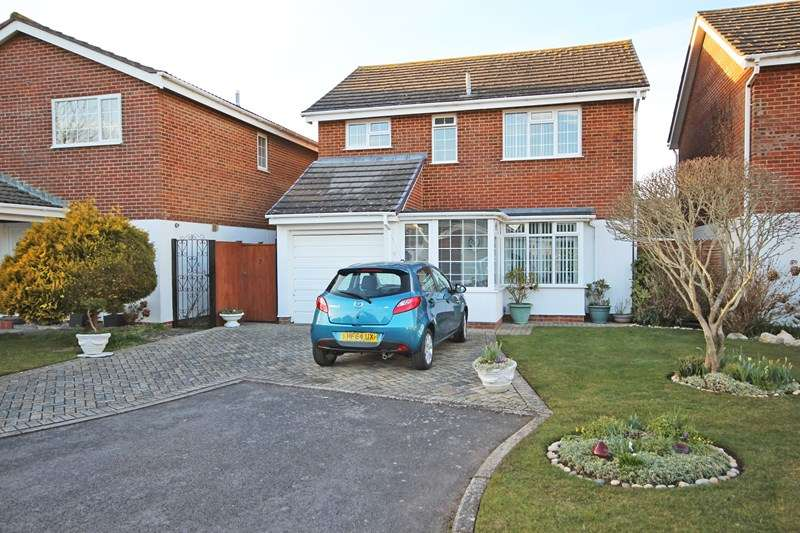 4 Bedrooms Detached House for sale in The Martells, Barton On Sea, New Milton