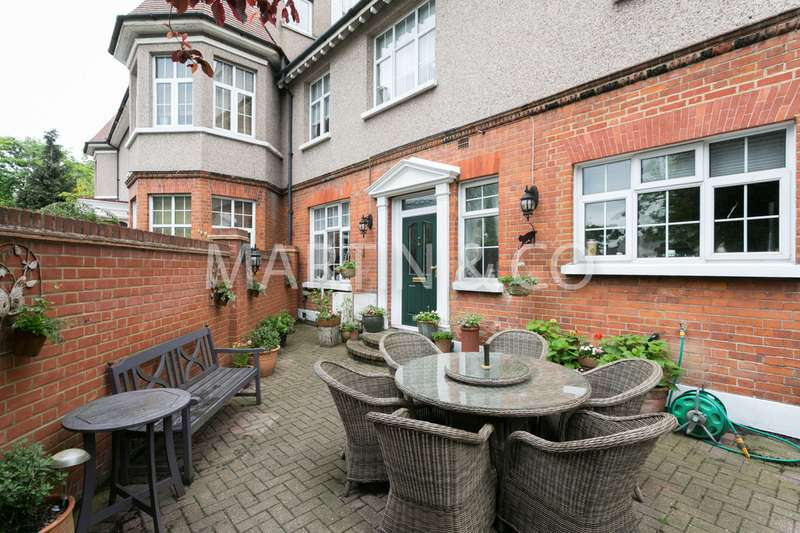 4 Bedrooms Semi Detached House for sale in The Ridgeway, Chingford E4