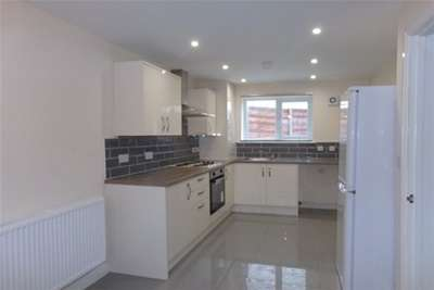 3 Bedrooms House for rent in Smallbrook Lane, Leigh