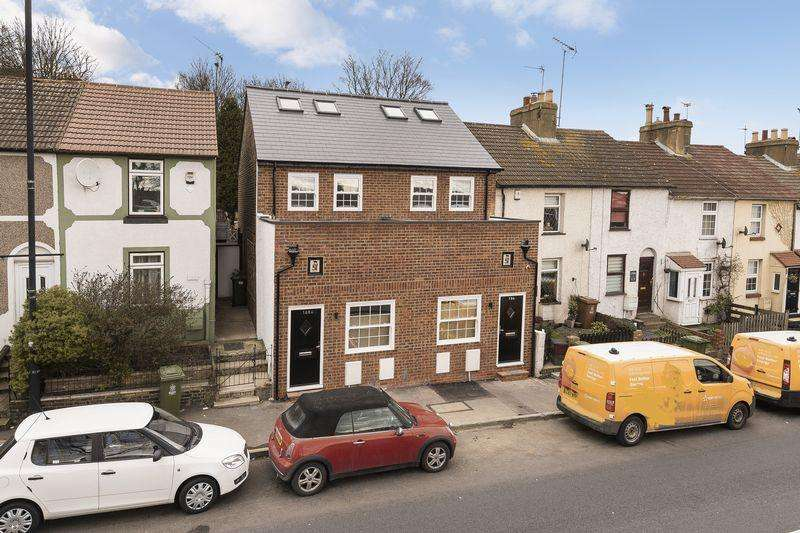 2 Bedrooms Semi Detached House for sale in London Road, Crayford