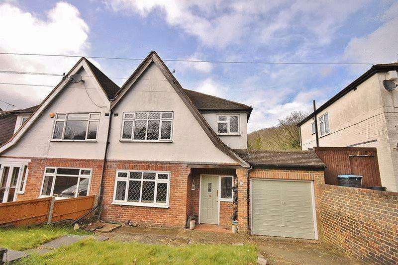 3 Bedrooms Semi Detached House for sale in Tithe Pit Shaw Lane, Warlingham