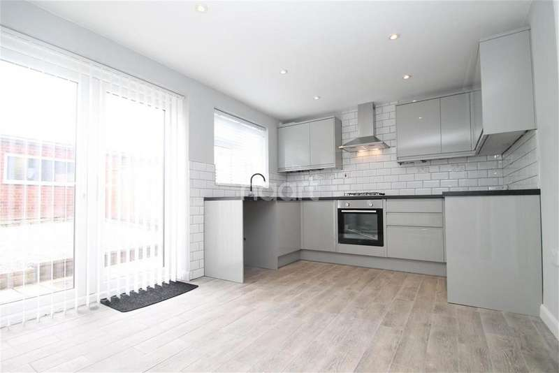 3 Bedrooms Terraced House for rent in Scotts Walk, Rayleigh