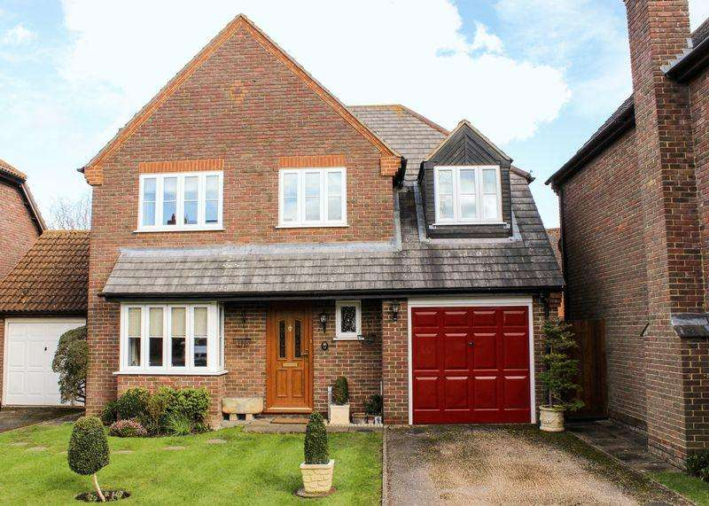 4 Bedrooms Detached House for sale in Churchward Close, Grove