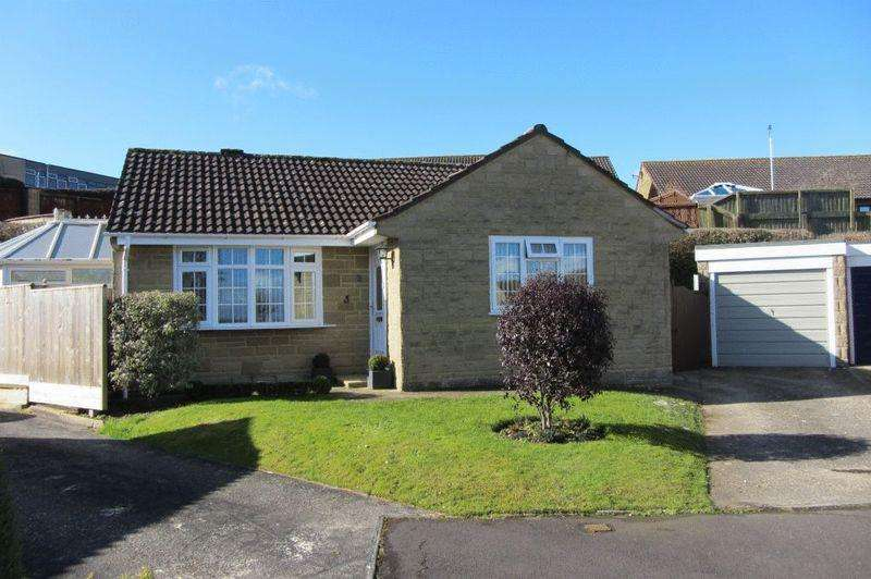 2 Bedrooms Detached Bungalow for sale in Hawthorne Close, Crewkerne