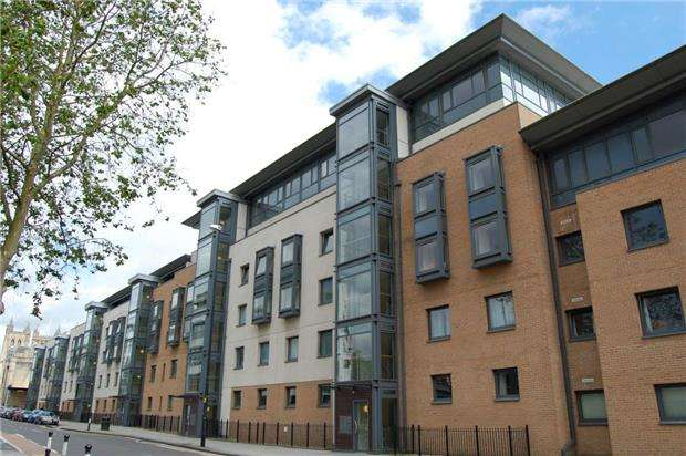 2 Bedrooms Flat for sale in Deanery Road, BRISTOL, BS1 5QH