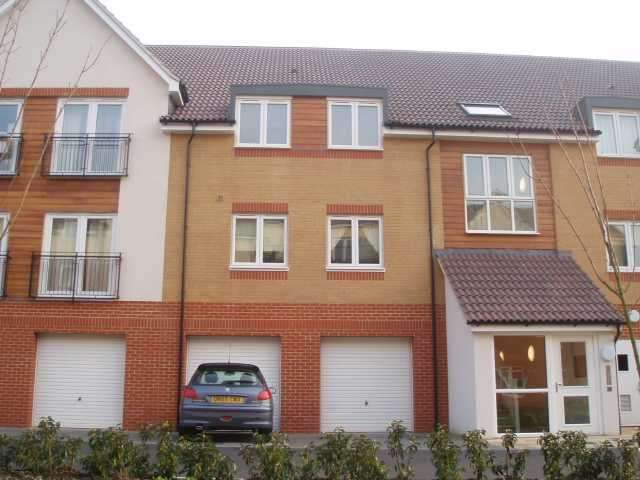 2 Bedrooms Apartment Flat for rent in Hollybrook Park, Kingswood, Bristol, BS15 1ST